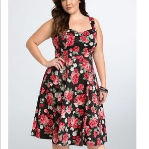 Torrid floral keyhole swing dress